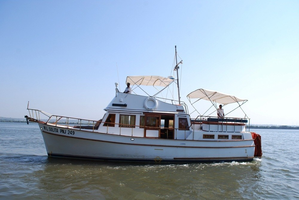 luxury yacht for charter in Goa